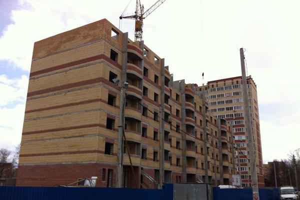 В черте города постоянно ведется строительство новых домов и целых жилых комплексов, что